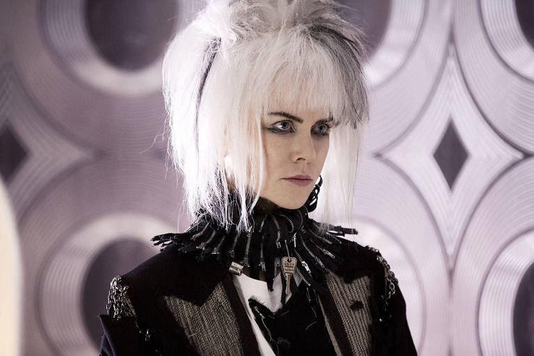 Nicole Kidman em cena de 'How to Talk to Girls at Parties