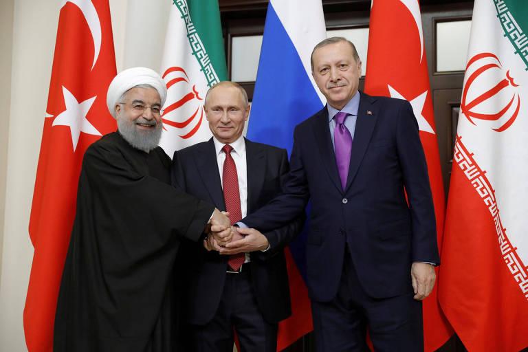 Hasan Rowhani (Irã), Vladimir Putin (Rússia) e Recep Tayyip Erdogan (Turquia) selam acordo sobre Síria