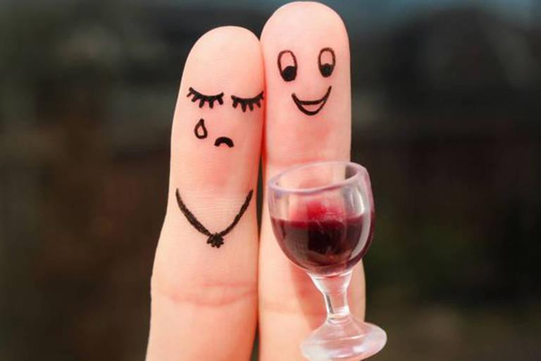 Dos 30 mil entrevistados para o estudo, 29,8% disseram que se sentem agressivos quando bebem destilados e 7,1%, quando bebem vinho tinto