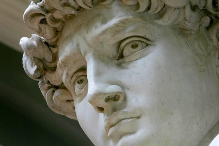 Estátua de David de Michelangelo na Galleria dell'Academia, em Florença