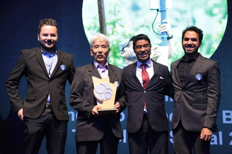 Os líderes do Litro de Luz, uma da iniciativas vencedoras na cerimônia da 9ª edição do Prêmio FBB de Tecnologias Sociais