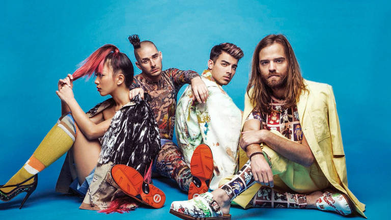 DNCE é uma banda de Pop rock norte-americana formada por Joe Jonas, Jack Lawless, Jin Joo e Cole Whittle em 2015