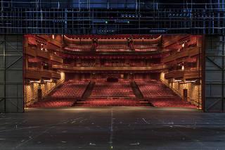 Especial Avaliacao dos maiores teatros de Sao Paulo.  Vista do palco para as poltronas do publico do Teatro Bradesco que fica no shopping Boubon, na Pompeia