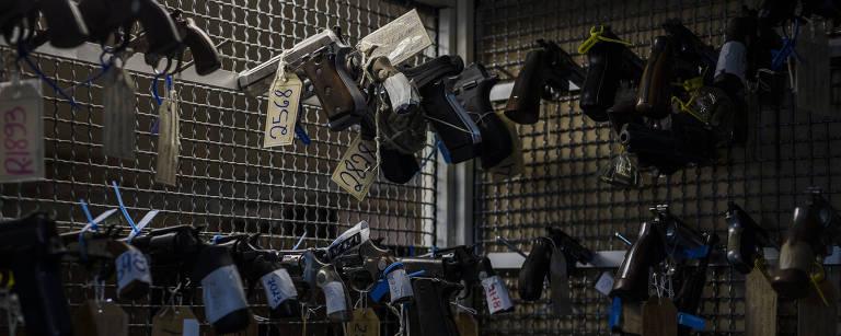 Armas apreendidas pela polícia ficam armazenadas no Fórum de Juiz de Fora (MG) antes de serem destruídas – Avener Prado/Folhapress