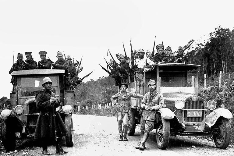 Tropas rebeldes de Santa Catarina avan�am sobre S�o Paulo durante a revolu��o de 1930