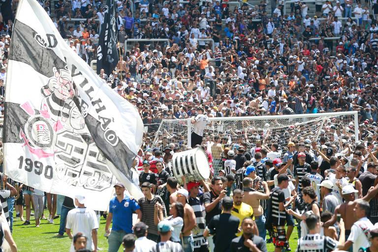 Treino do Corinthians no Itaquer�o