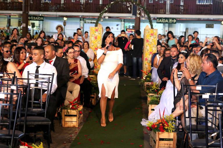 Gretchen canta no 7° Casamento Comunitário no Centro de Tradições Nordestina em SP