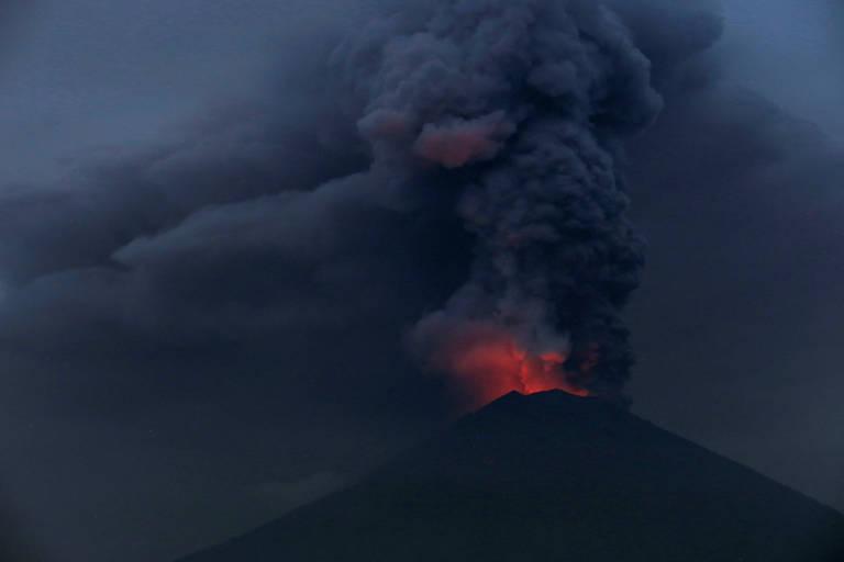 Vulc�o desperta em Bali