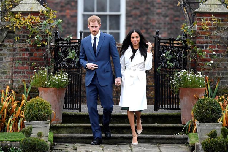 Príncipe Harry e a atriz Meghan Markle anunciaram seu noivado no jardim do Palácio de Kensington, em Londres