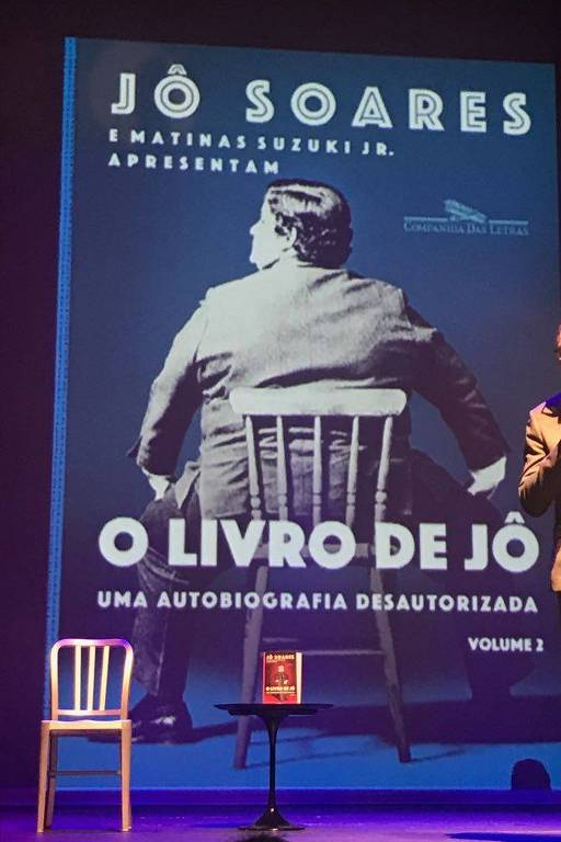 Jô Soares mostra capa do segundo volume de sua autobiografia