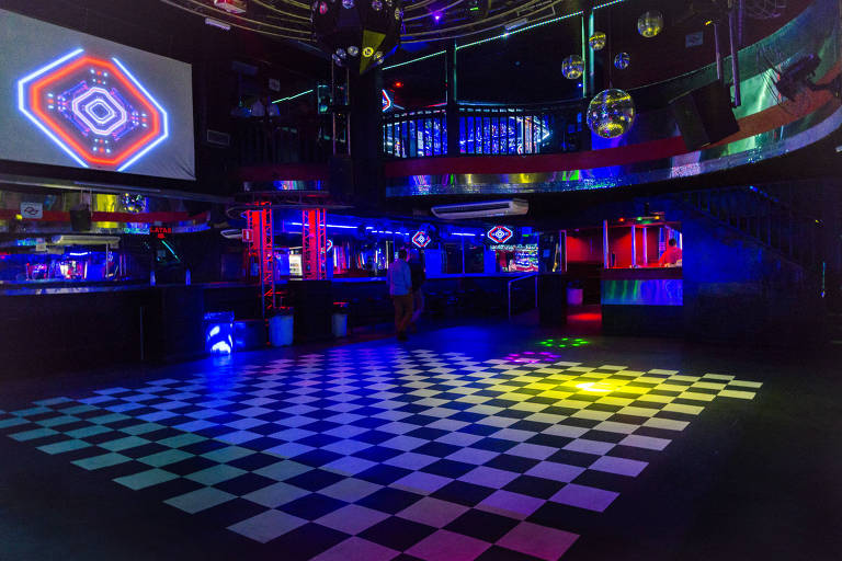 ABC, onde os gays idosos dançam de rosto colado