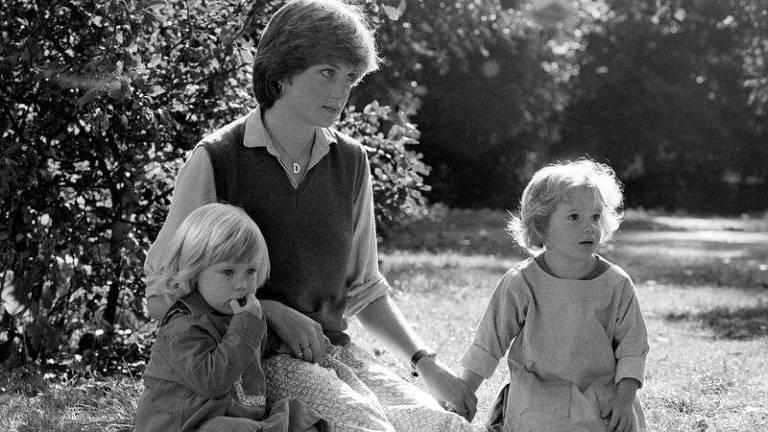Diana foi professora do jardim de infância antes de se tornar princesa; na foto, ela aos 19, na escola St. George's Square em Londres