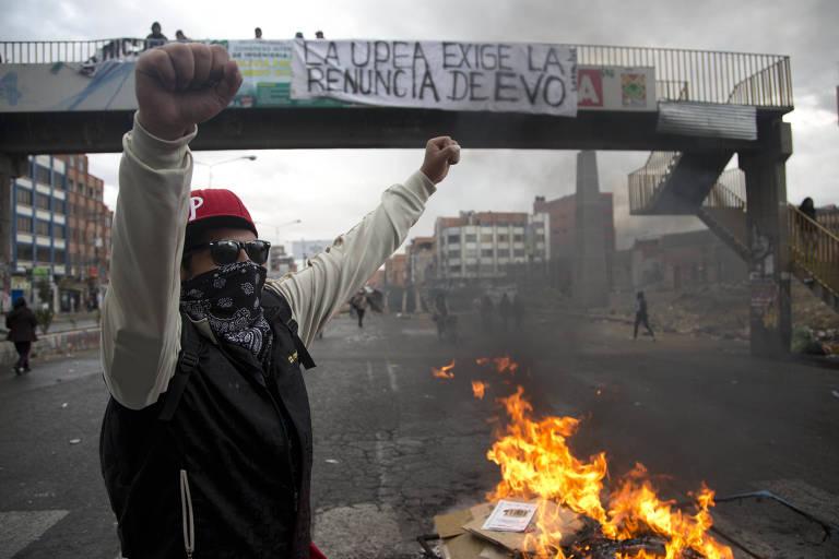 Manifestantes fazem barricada em El Alto após Justiça permitir terceira reeleição de Evo Morales