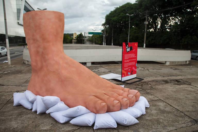 Os sofridos pés dos idosos