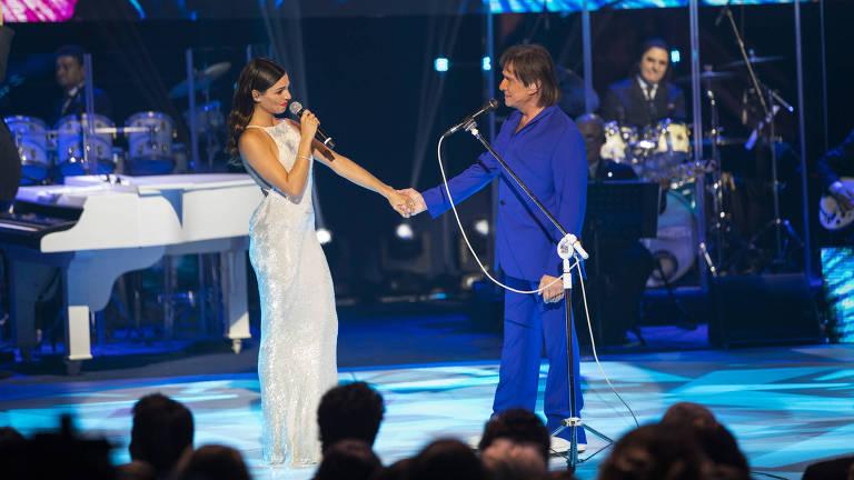 Isis Valverde canta com Roberto Carlos em especial de fim de ano da Globo