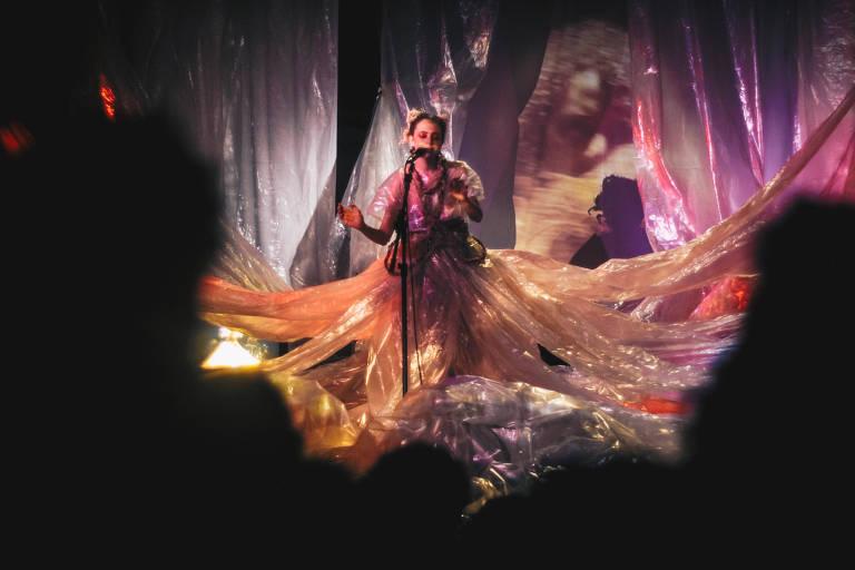 A cantora Luiza Lian se apresenta no Sesc Belenzinho