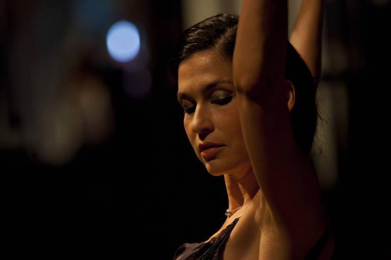 A cantora Marina de La Riva faz show dentro da programação que celebra o Dia Nacional do Samba