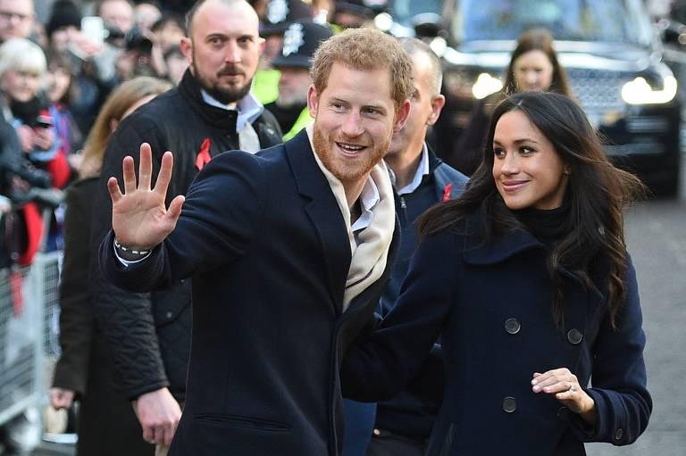 Príncipe Harry e Meghan Markle atendem primeiro evento juntos