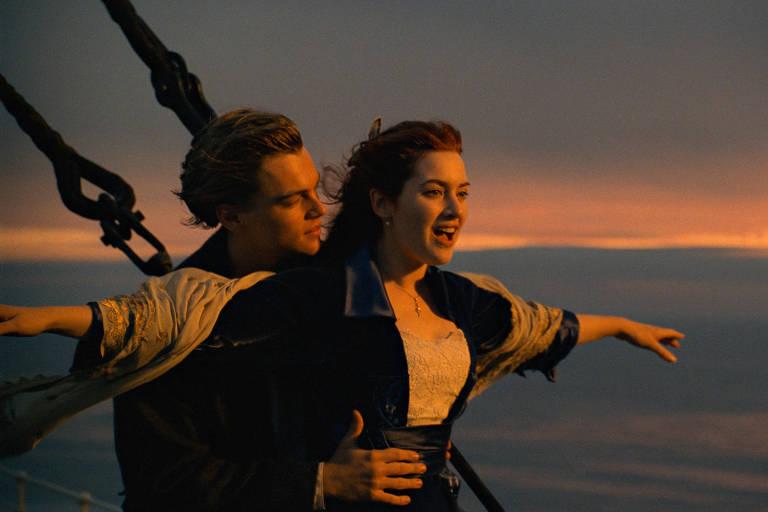 """Leonardo DiCaprio e Kate Winslet em cena clássica do filme """"Titanic"""""""