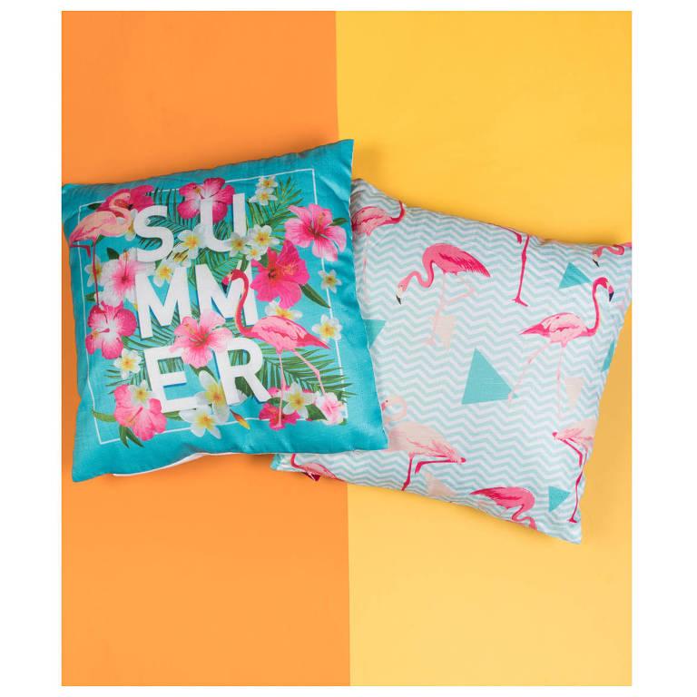 Almofadas flamingo. R$ 39 cada uma, na Bendita Seja, ladeira Porto Geral, 34
