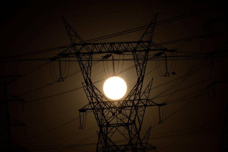 Torre de alta tensão de energia
