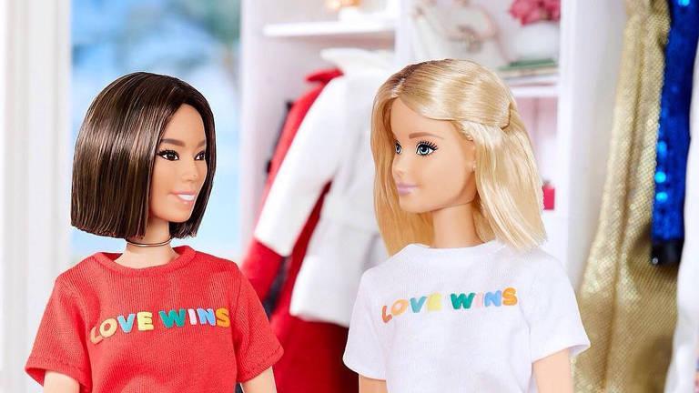 Bonecas Barbie com camiseta Love Wins