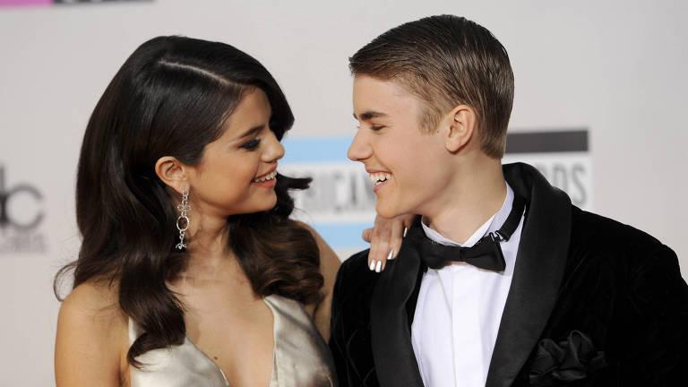 Selena e Justin em premiação em 2011