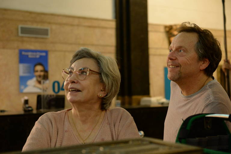 Beatriz Segall e Fernando Meirelles em set de 'Os Experientes'
