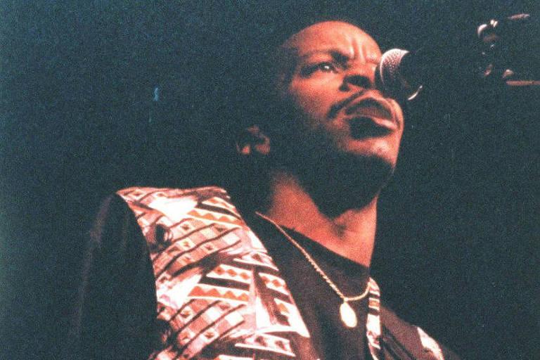 Tony Hall se apresenta com a banda The Heroes no Ibirapuera