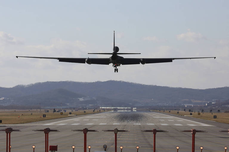 Avião americano decola para participar do exercício militar conjunto com a Coreia do Sul