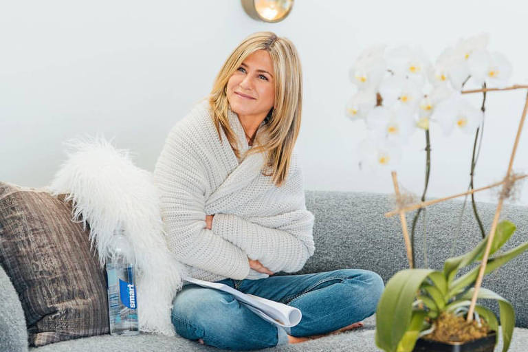 Jennifer Aniston mostra partes de sua casa no Instagram da Smart Water