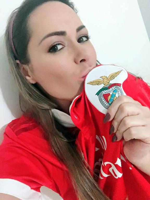 A Musa das Manifestações Ju Isen é torcedora do Benfica.