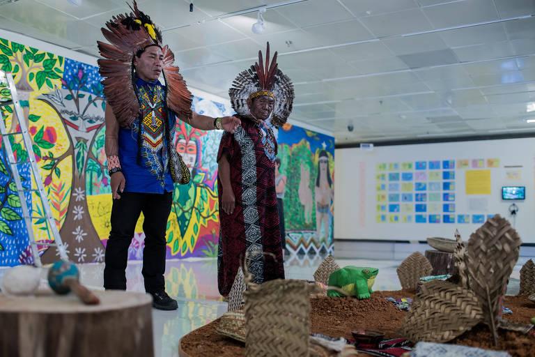 Artesãos Ou Artesaos ~ Exposiç u00e3o da tribo Huni Kuin no Itaú Cultural 15 03 2018  Fotografia Folha de S Paulo