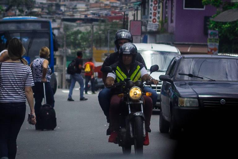 Mototáxi fazia sucesso em SP antes de ser proibido