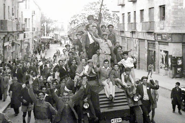 Judeus comemoram em Jerusal�m a decis�o da ONU de dividir a Palestina