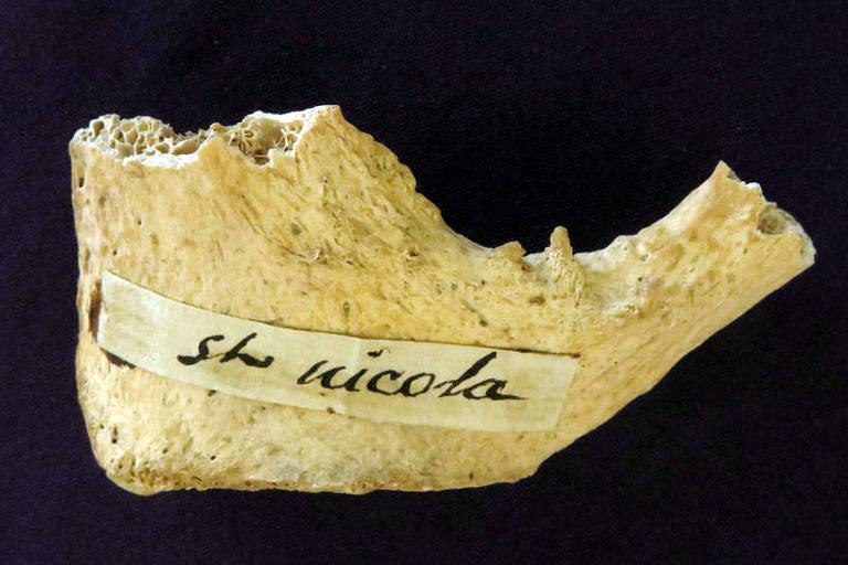 Teste feito em osso na Universidade de Oxford mostrou que o fragmento é da época de São Nicolau