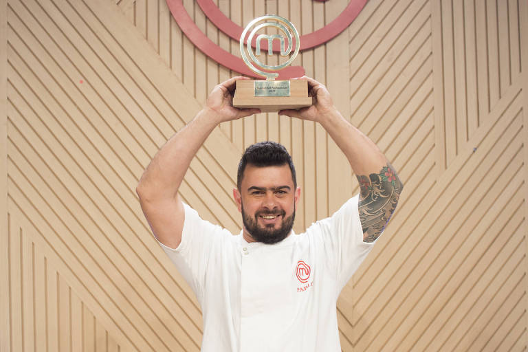 """O mineiro Pablo Oazen é o vencedor da segunda temporada do """"MasterChef Profissionais"""" (Band)"""