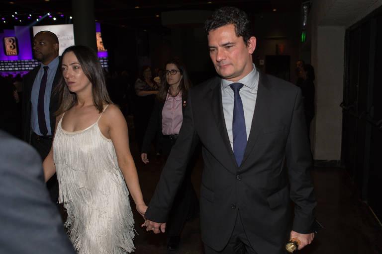 """Rosangela e o juiz Sergio Moro chegam para a festa de premiação """"Os Brasileiros do Ano 2017"""""""