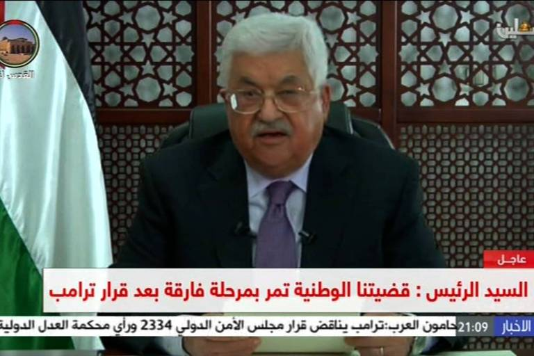 O presidente palestino, Mahmoud Abbas, faz pronunciamento na TV