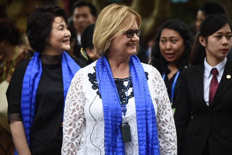 A primeira-dama do Peru, Nancy Lange (centro), durante cúpula no Vietnã