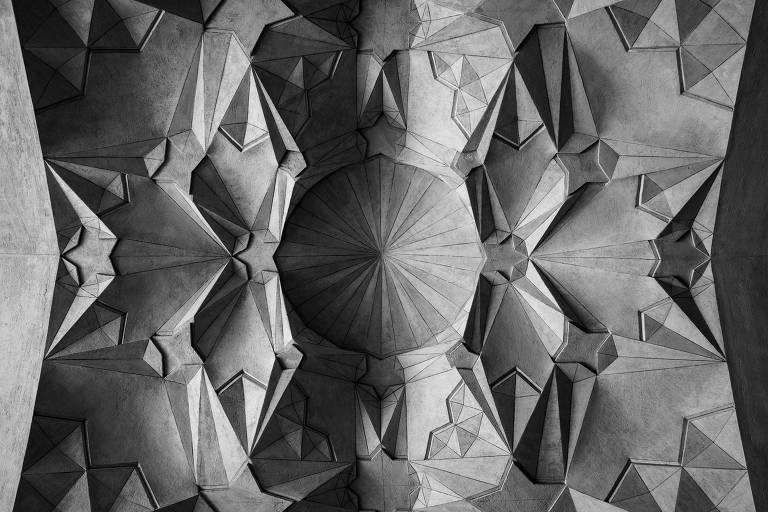 """Imagem da série """"Keyhan"""", inspirada nas mesquitas persas, de Felippe Moraes"""