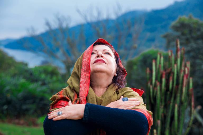 A cantora Amelinha lança disco no Sesc 24 de Maio