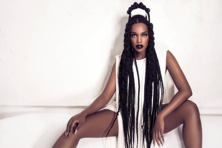 A cantora IZA; clique para ver mais fotos