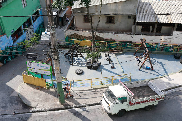 Pontos de lixo viram áreas de lazer em bairros