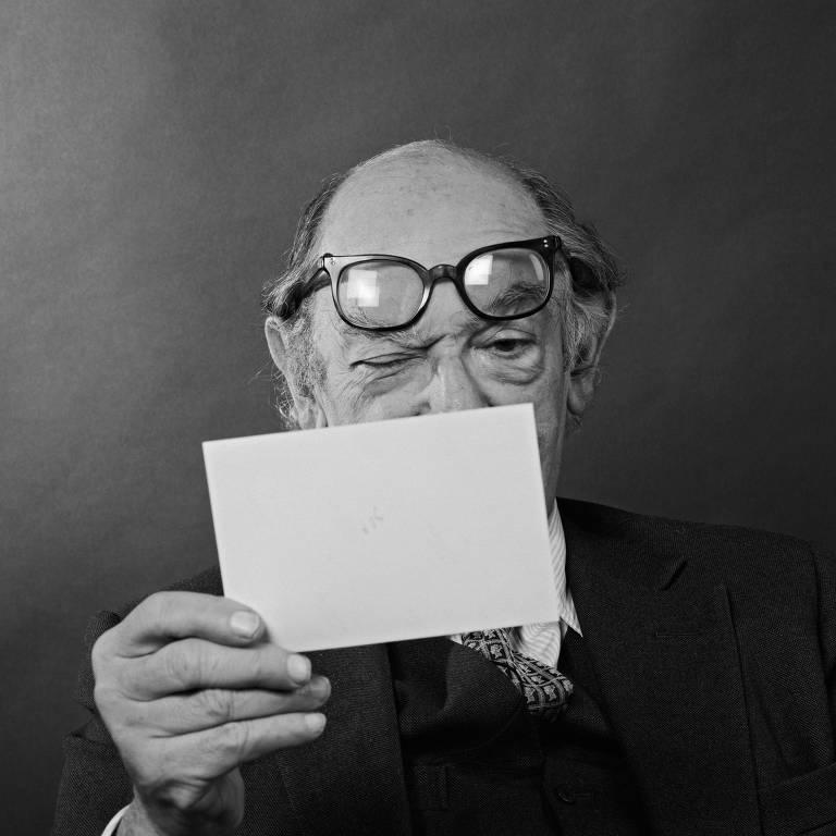 Sir Isaiah Berlin, escritor, filósofo e historiador russo-britânico, em retrato de 1980