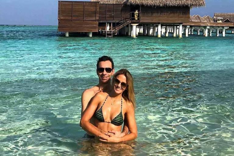 Os apresentadores César Tralli e Ticiane Pinheiro passam lua de mel nas ilhas Maldivas