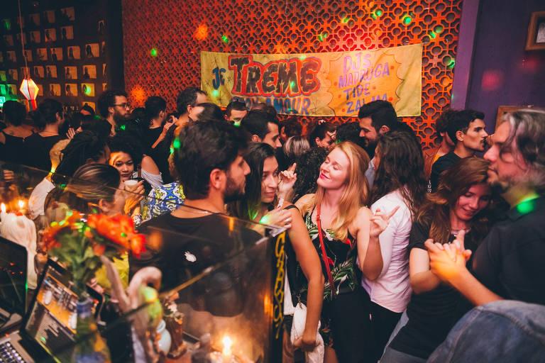 Festas onde os DJs dançam