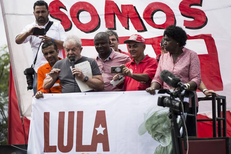 Resultado de imagem para fotos de lula lançando tabloide