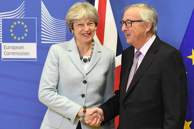 Presidente da Comissão Europeia, Jean-Claude Juncker, recebe a premiê britânica, Theresa May, na sede da entidade em Bruxelas, Bélgica