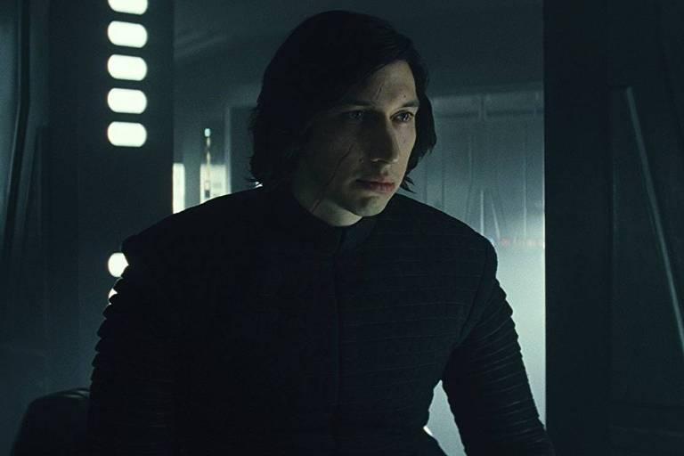 Adam Driver como o vil�o Kylo Ren em cena de 'Star Wars: Os �ltimos Jedi